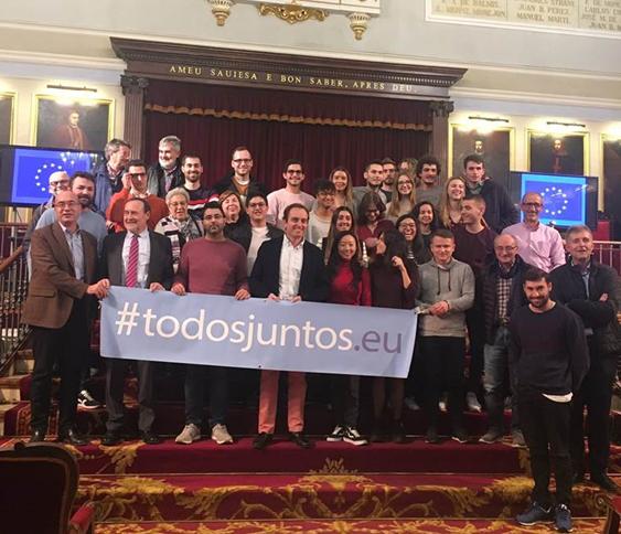 "Mesa redonda ""El futuro de Europa en tu Universidad"""