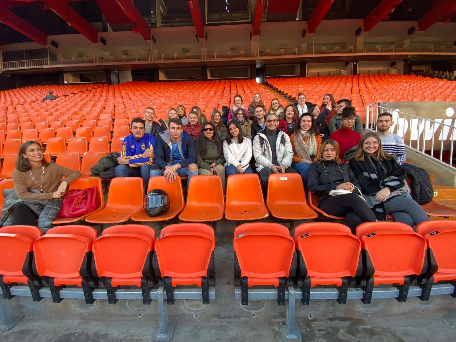 Visita de los estudiantes del Máster a las instalaciones del Valencia Club de Fútbol y posterior charla formativa
